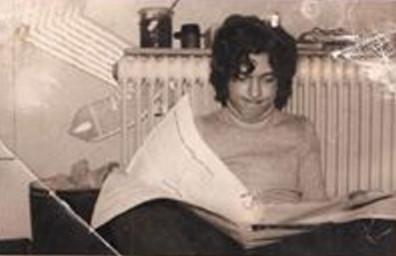 Dieter liest Zeitung
